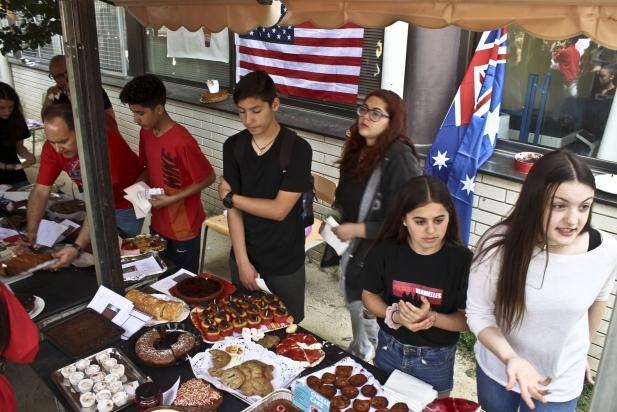 L'elaboració i tast de pastissos per part dels alumnes és ja una tradició
