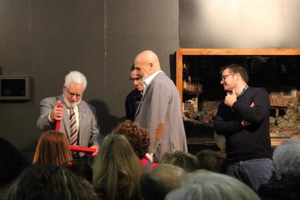 A l'esquerra, Josep Llinares, pessebrista. ||M. ANTÚNEZ